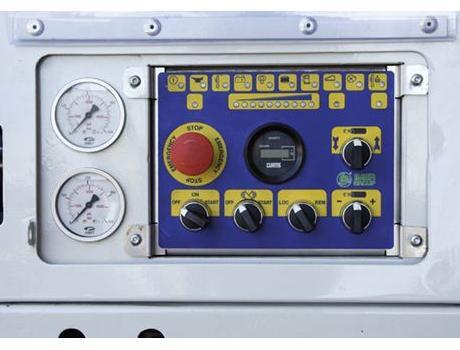 Пневмонагнетатель (бетононасос) Booster 15  - панель управления